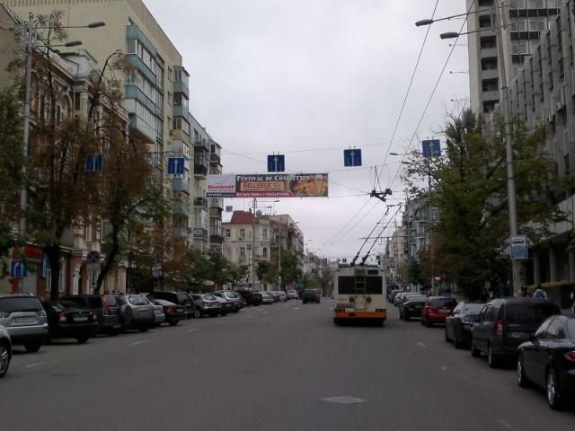 Адрес: Саксаганского ул., 1 Описание: в сторону пл.Победы, одностороннее...